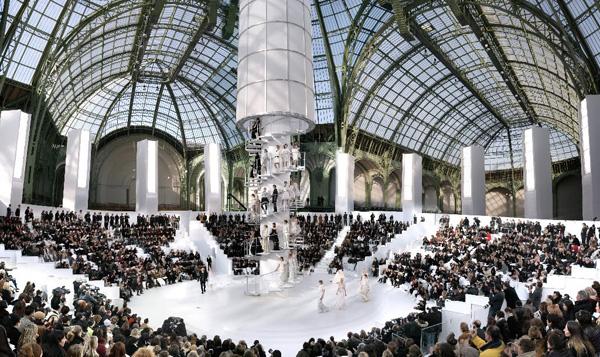 simon_procter_chanel_haute_couture_spring_summer_2006_paris_grand_palais
