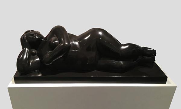 Mujer Recostada Sobre el Costado patinated bronze sculpture by artist Fernando Botero
